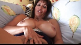 Cock Craving Milf Gets Creampied